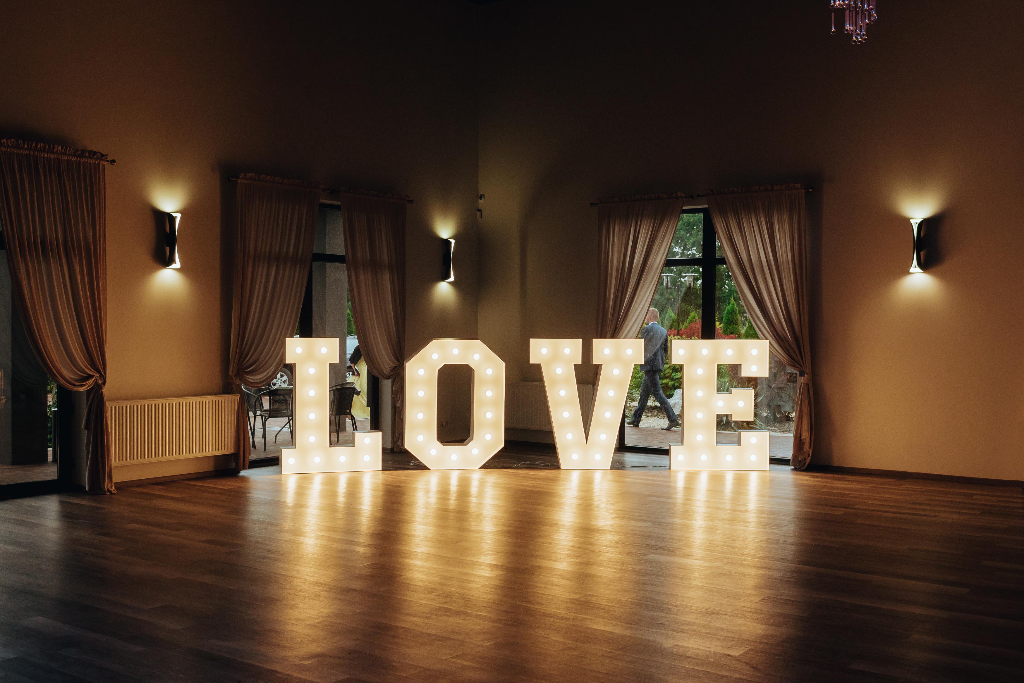 love napis